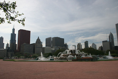 Buckingham Fountain and beautiful downtown Chicago!