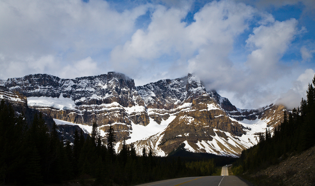 Icefields Parkway probably the most scenic drive in the World (99685322)