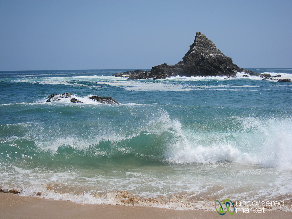 Big Waves on Mazunte Beach - Mexico