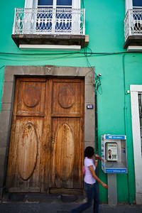 Street life scene in Puebla.