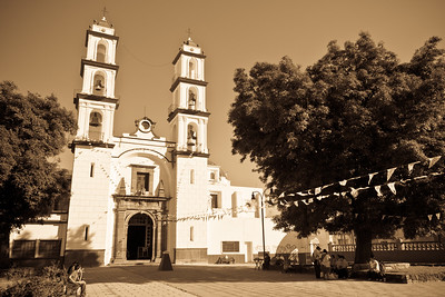 Beautiful light & ambiance at this church nearby the Parque de Analco.