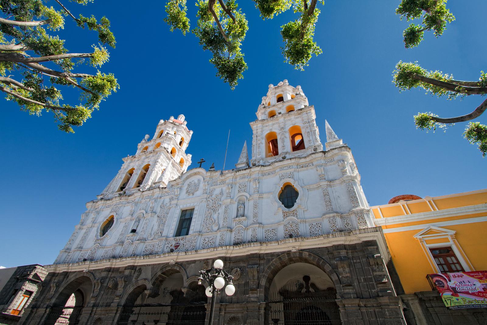 The sumptuous Iglesia de la compania.