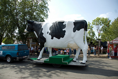 Giant cow installation at the 2009 Minnesota State Fair