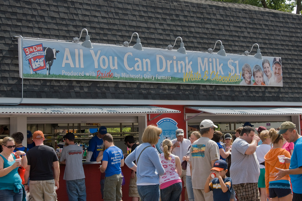 Long queue outside milk stall in the 2009 Minnesota State Fair