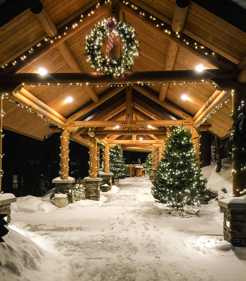 Triple Creek Ranch winter getaway is magical, especially during the Christmas holidays. #boomertravel #wintergetaway #Montana
