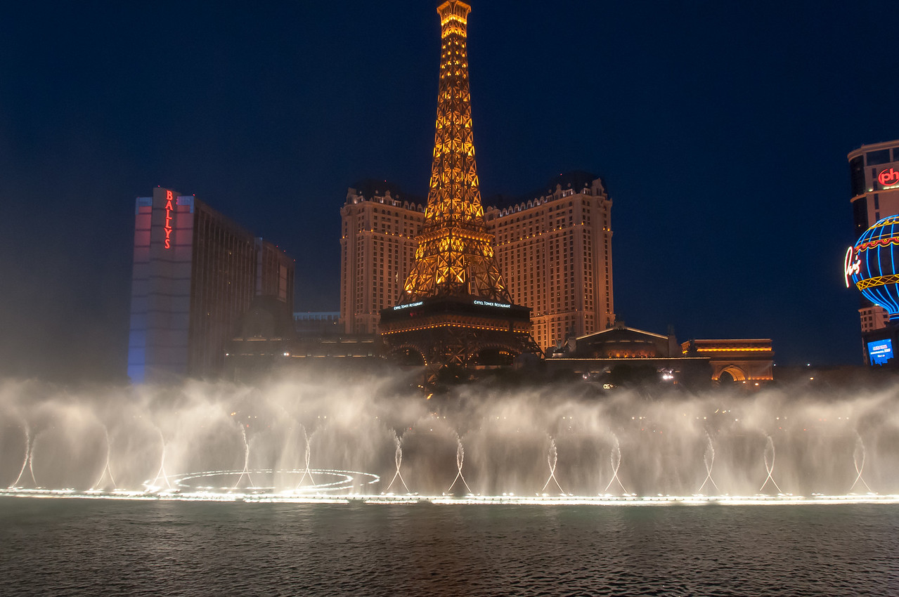 Dancing Fountain in front of Eiffel Tower in Las Vegas, Nevada