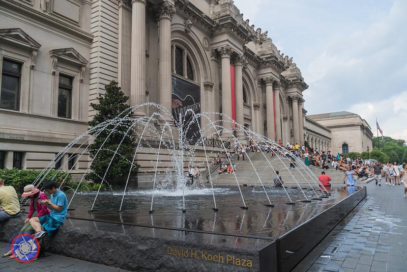 Exterior of the Metropolitan Museum of Art (©simon@myeclecticimages.com)