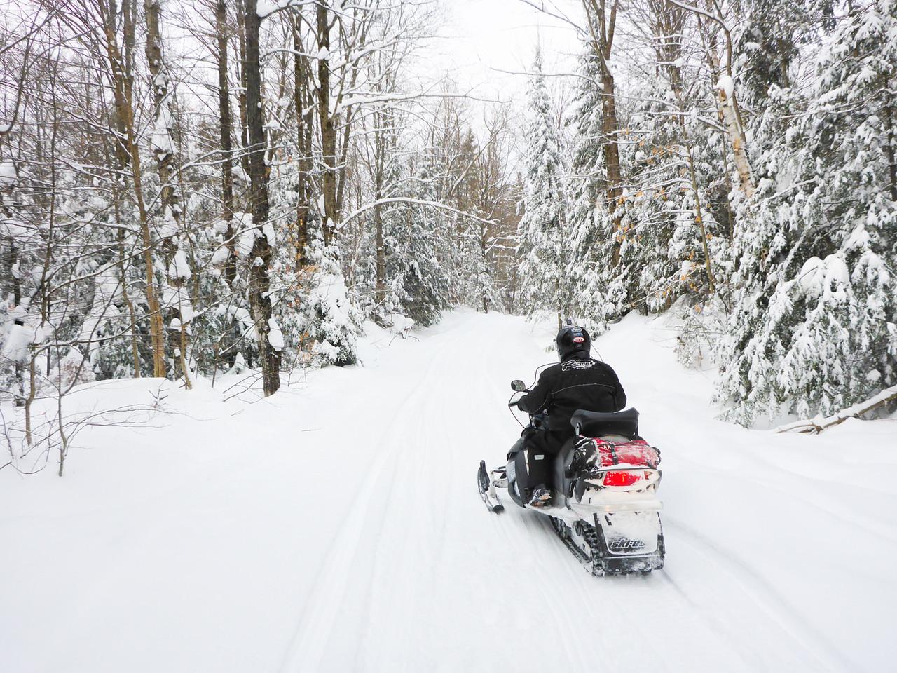 Snowmobiling-sir-sams-haliburton