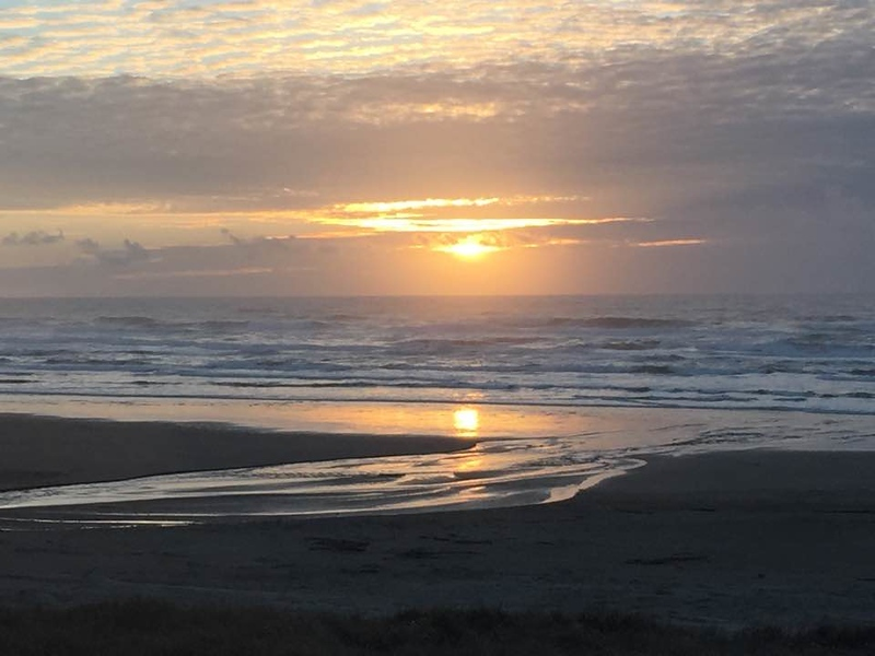 Winter sunsets on the Oregon coast are awesome! #boomertravel #oregon #tips