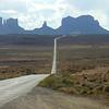 Подъезжаем к Долине памятников (Monument Valley)