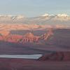 Штат Юта, США.<br /> На смотровой площадке Dead Horse Point, что на северо-востоке колоссального по красоте и размаху парка Canyonlands. По преданию, с этого мыска попрыгали в бездну и разбились дикие мустанги, окруженные и зажатые желавшими их одомашнить пионерами Запада.