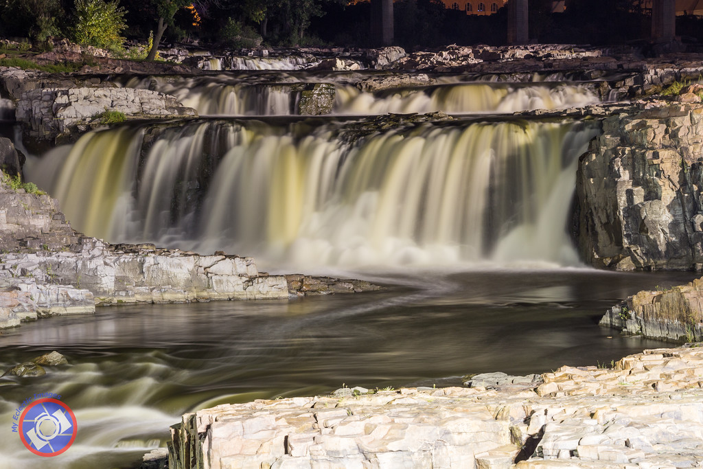 Falls Park, Sioux Falls, south Dakota (©simon@myeclecticimages.com)