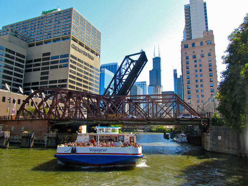 Architecture boat tour in Chicago
