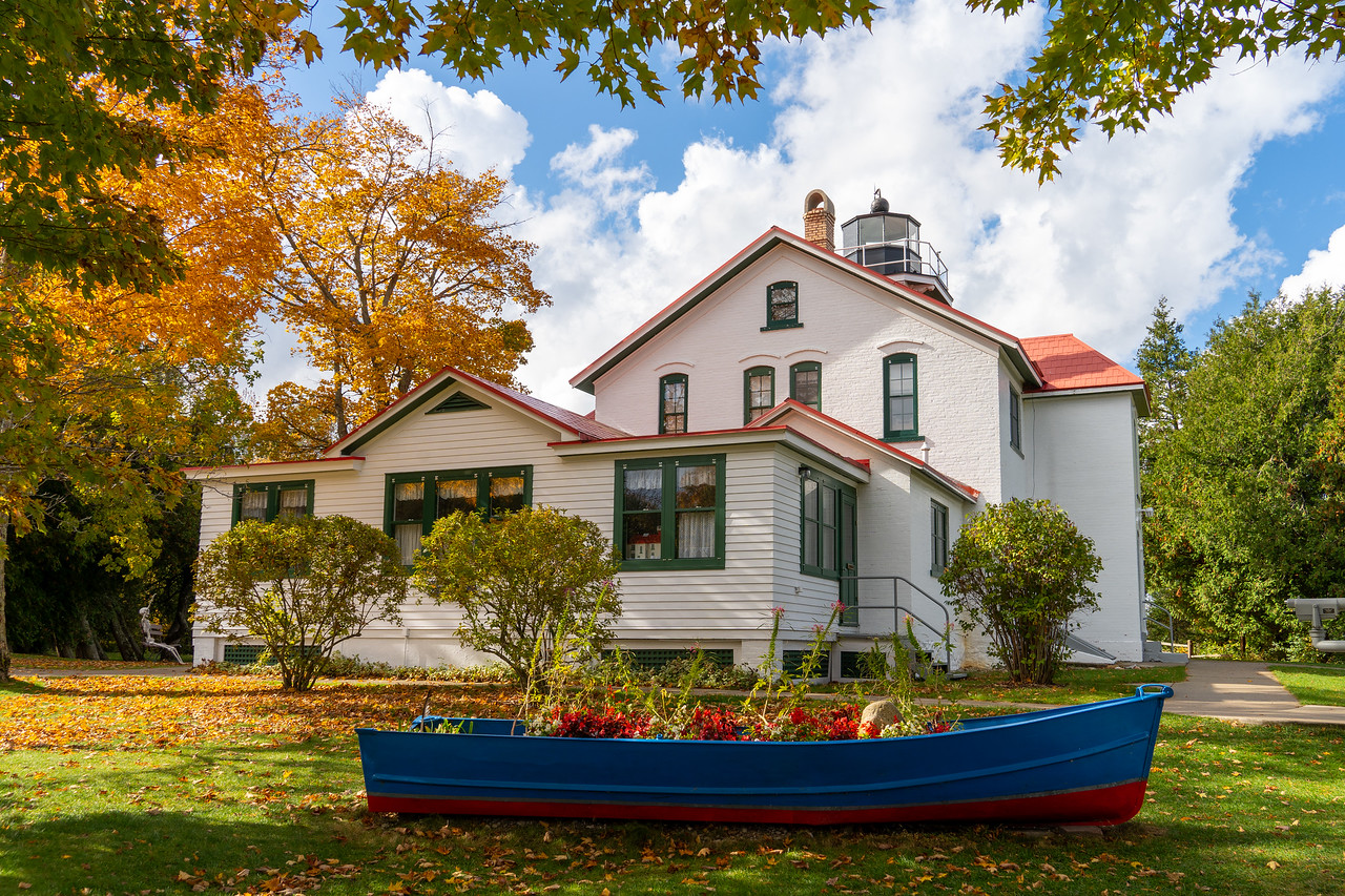 Grand Traverse Lighthouse in the fall