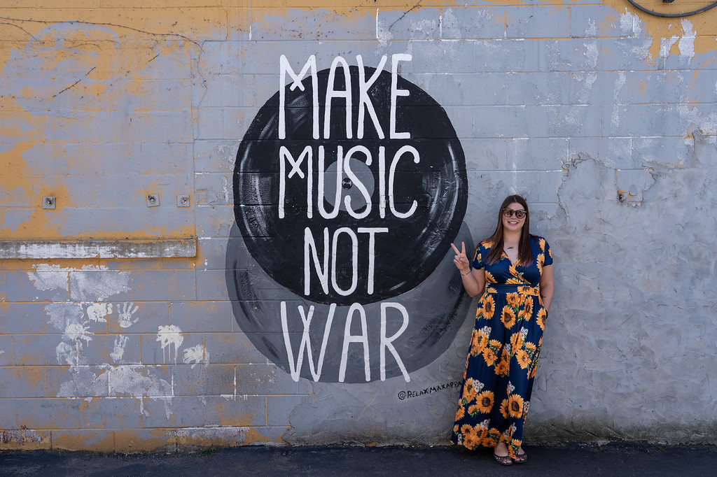 Make Music Not War mural in Nashville