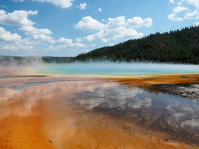 Grand Prismatic Spring in Middle Geyser Basin, Yellowstone