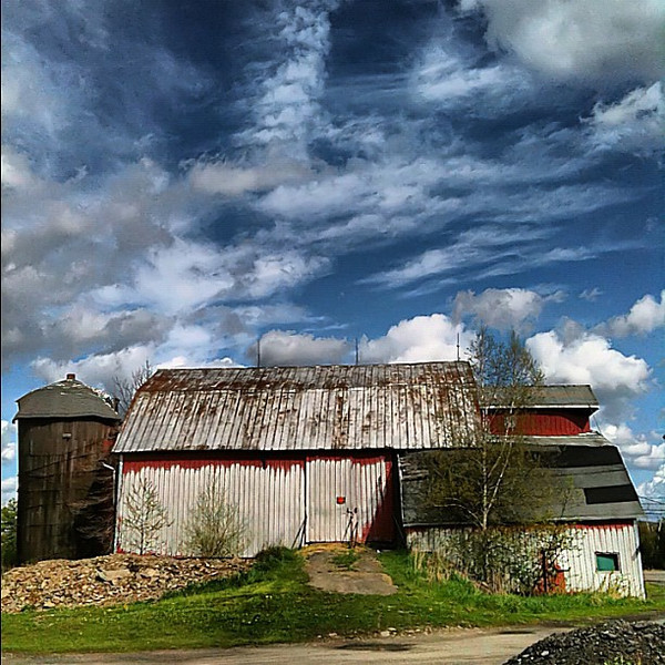 Mystery barn, NE Pennsylvania #skyporn #cloudporn