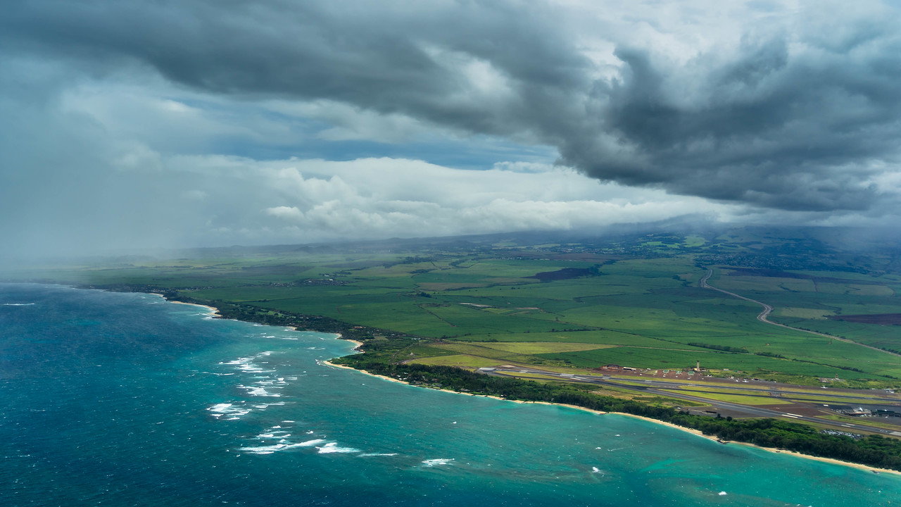 The Best Way to See Maui – From the Sky Video