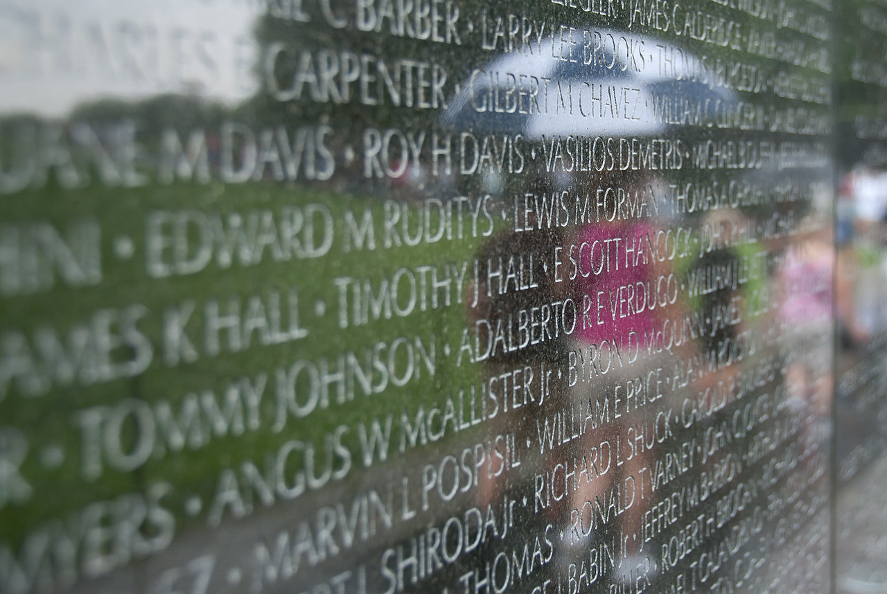 Vietnam Veterans Memorial with wall filled with fallen US soldiers' names
