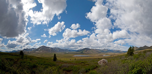 Klondike River Valley and Ogilvie Mountains, Dempster Highway, Yukon, Canada