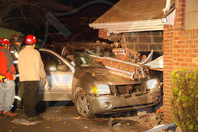 North Bellmore F.D. MVA w/T.R.T. Car into house 1684 Little Neck Ave. 11/21/07