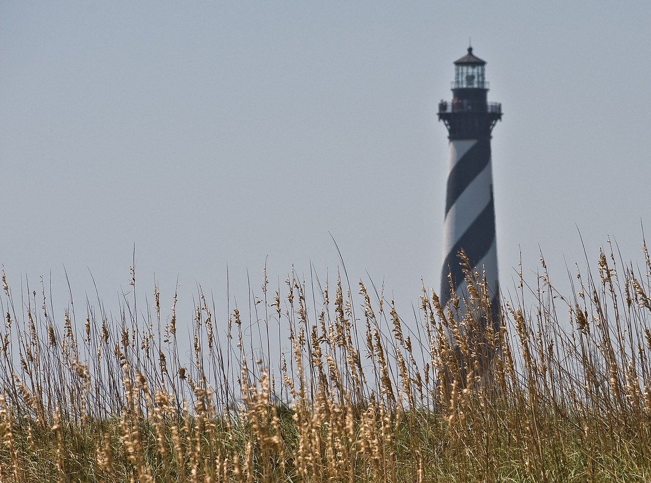 HatterasLighthousewithSeaOats