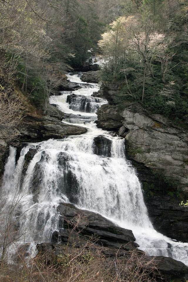 Callasaja Falls is the last major waterfall on the Cullasaja River. The falls is a long cascade over the course of 0.2 miles.<br /> <br /> The height of the falls is, from the top of the falls to plunge pool is 137 ft (42.