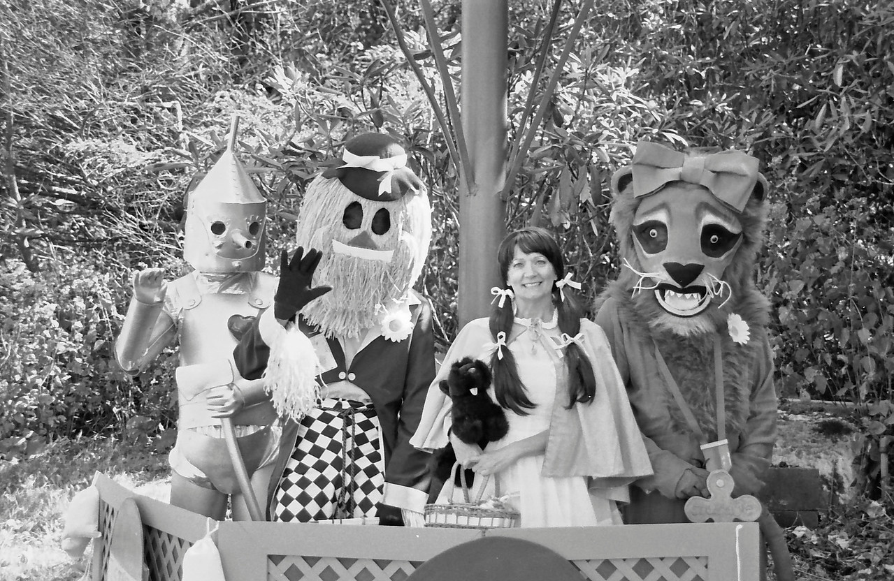 19 Tin Man, Scarecrow, Dorothy Gale, and Cowardly Lion in the Balloon