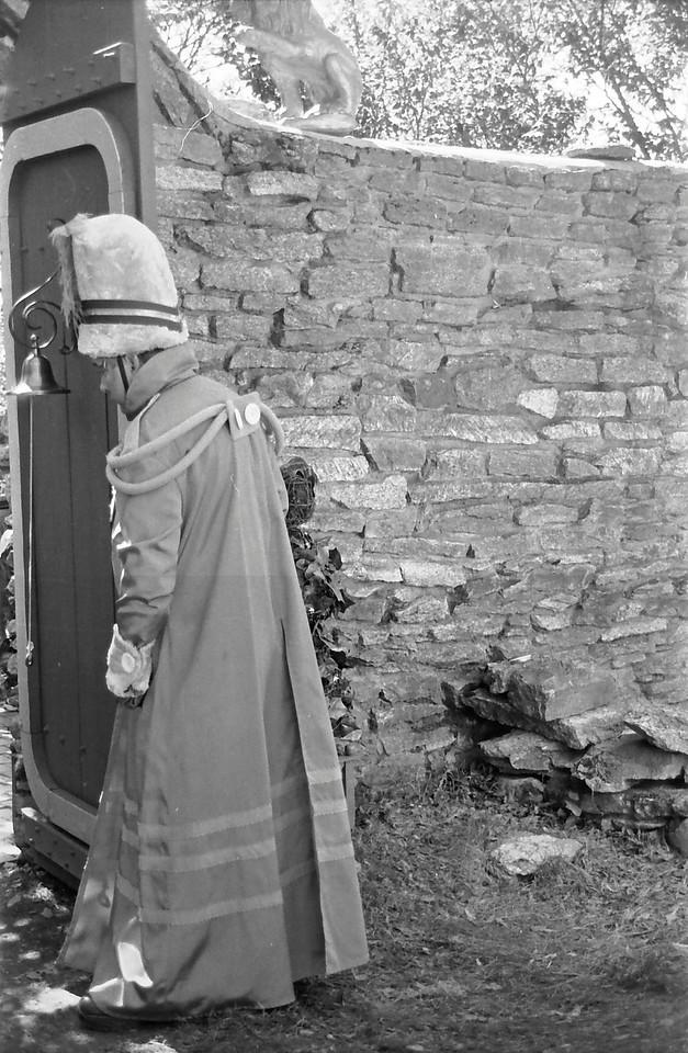 36 Doorman of Oz with bell