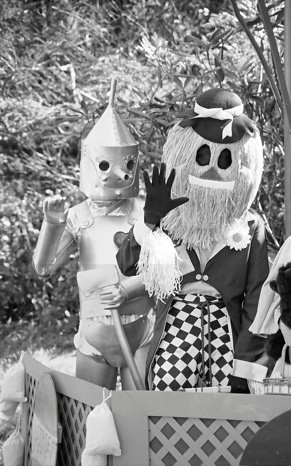 18 Tin Man and Scarecrow in the Balloon