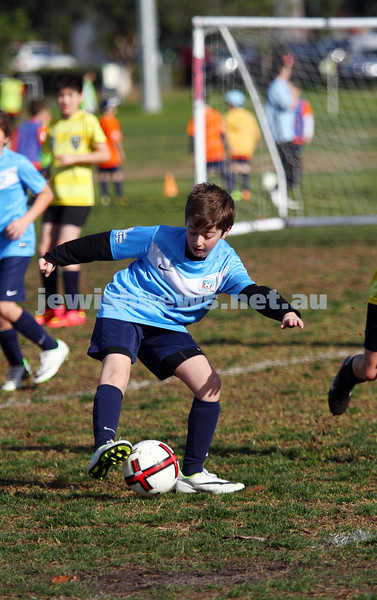 27-7-14. North Caulfield Maccabi Junior Soccer. Under 11 Wallerbies lost to Middle Park 2 - 3 at Caulfield Park. Photo: Peter Haskin