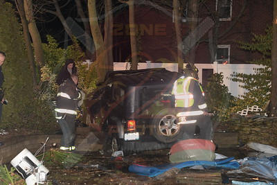 North Lindenhurst F.D.  MVA w/ Car Through A Yard and Swimming Pool      N. Wellwood Ave. and June St. 1/16/19