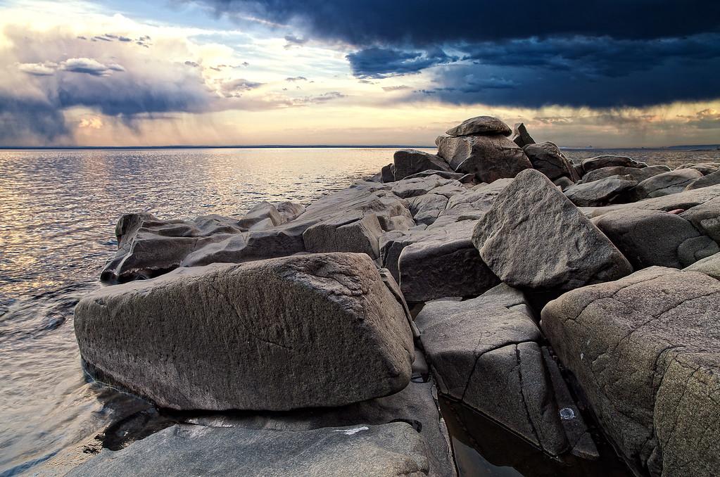 IMAGE: http://www.northerncaptures.com/NorthShorePictures/Lake-Superior-Pictures-2/i-ppL5TpX/0/XL/spring-thunder-3-XL.jpg