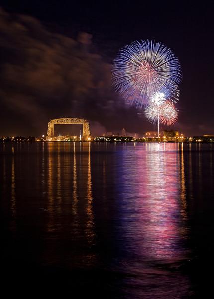 IMAGE: http://www.northerncaptures.com/NorthShorePictures/Duluth-Minnesota-Photo-Gallery/i-nj8Cdg8/0/L/2011-duluth-fireworks-1-L.jpg