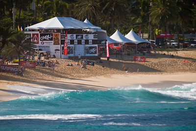 Sunset Beach  Triple Crown, O'Neill & Roxy Pro Surf Contests  North Shore, Oahu, Hawaii  071127.094614