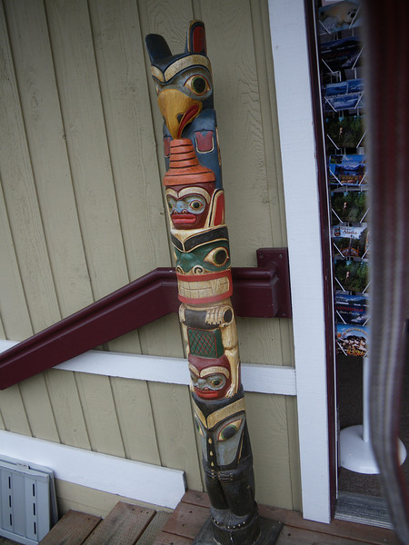 totem poles all over da place