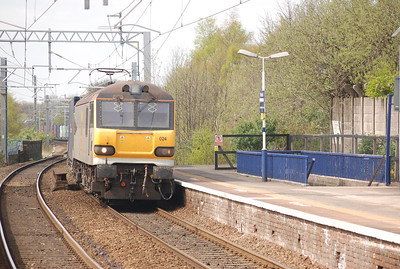 After the Pendo came the main reason why we where there   The very first Electric loco Hauled Freight under the wires over Chat Moss   92 024   Hauling:   4M26 06.05 Mossend Euro Term - Daventry Int Term   Eases into Patricroft station heading for Manchester Piccadilly