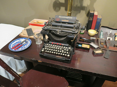 thomas wolfe's typewriter and other stuff from chelsea hotel in nyc