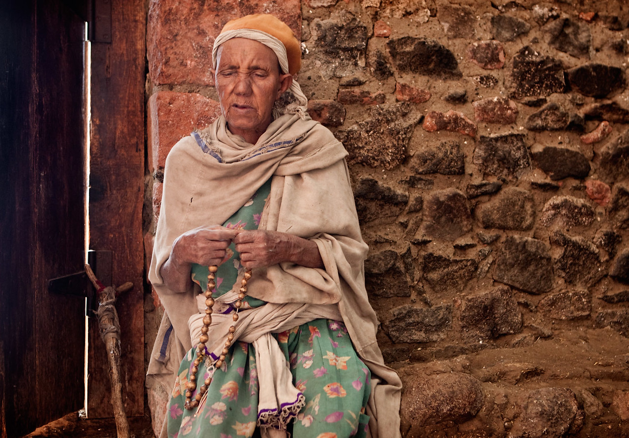 Old lady at the Na'akuto La'ab church - Lalibela