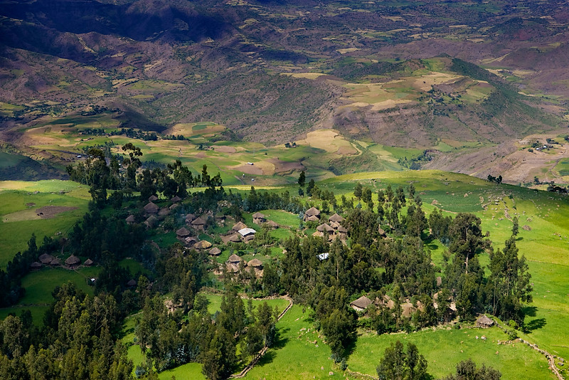 Small village seen from Ashetan Maryam (3150m) - Lalibela