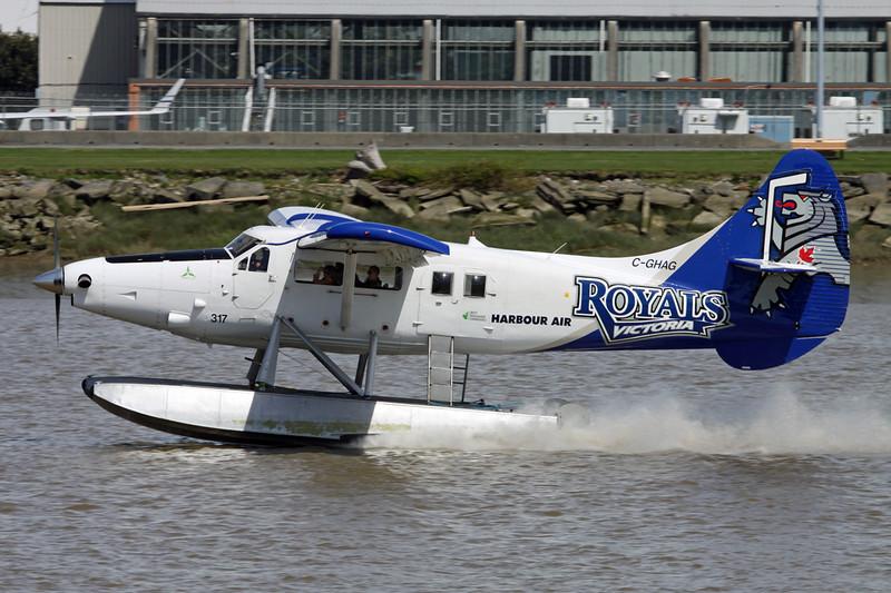 "C-GHAG de Havilland Canada DHC-3 Otter ""Harbour Air"" c/n 214 Vancouver/CYVR/YVR 30-04-14 ""Victoria Royals"""