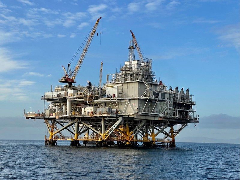 Oil Rig Platforms: Elly (front) and Ellen (rear).<br /> Catalina Channel, Giant Stride<br /> March 18, 2021