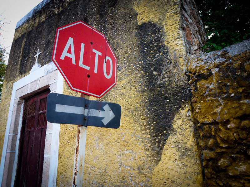 spanish stop sign