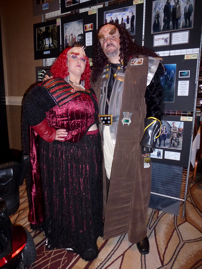 star trek las vegas 2014 klingon man woman