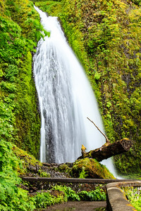 Wahkeena Falls Wahkeena Falls, east of Portland in the Columbia River Gorge.