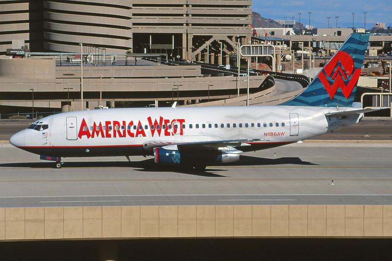 N186AW Boeing 737-277 c/n 22653 Phoenix-Sky Harbor/KPHX/PHX 12-03-04 (35mm slide)
