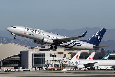 """N3765 Boeing 737-832 c/n 30819 Los Angeles/KLAX/LAX 26-01-18 """"Skyteam"""""""