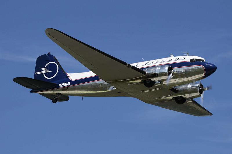 "N25641 Douglas DC-3 C-47-DL ""Legend Airways"" c/n 9059 Oshkosh/KOSH/OSH 26-07-10"