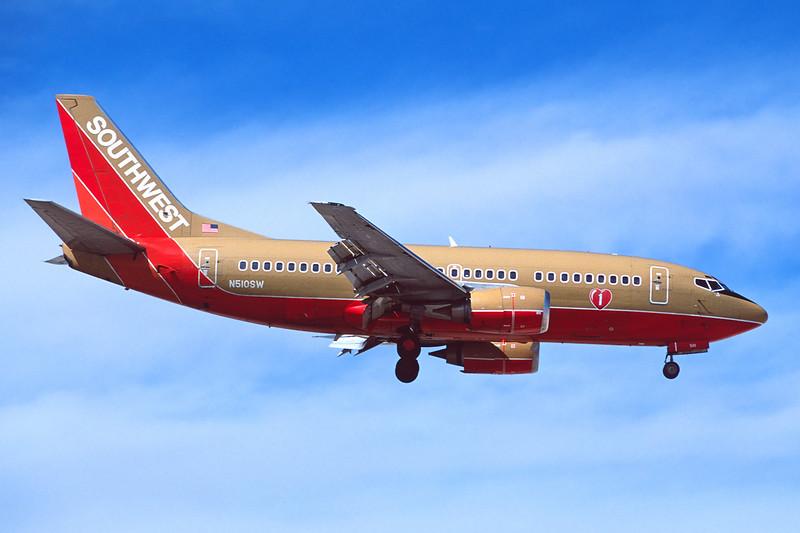 N510SW Boeing 737-5H4 c/n 24187 Las Vegas/KLAS/LAS 10-03-04 (35mm slide)