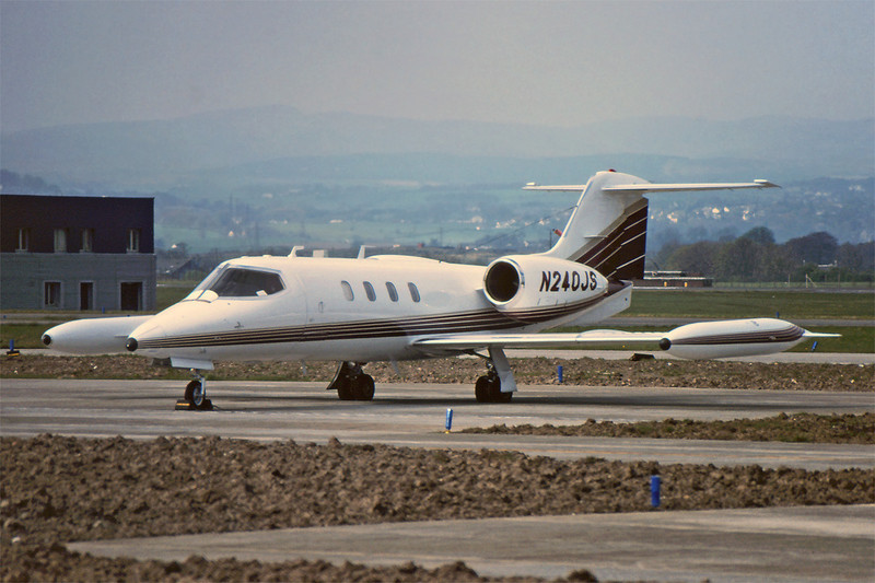 N240JS Learjet 35A c/n 35-241 Glasgow/EGPF/GLA 01-05-95 (35mm slide)